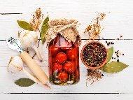 Консервирани стерилизирани чери домати в буркани (зимнина)
